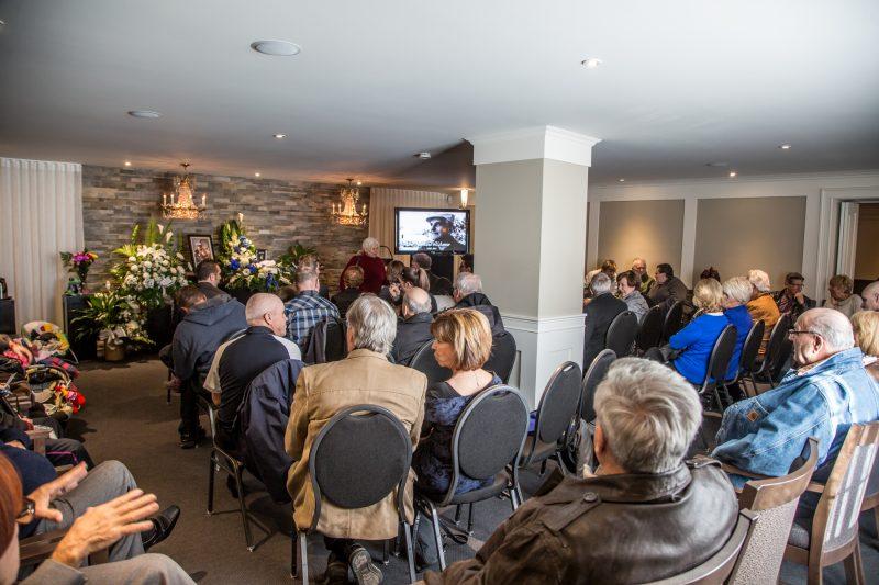 Plusieurs personnes ont assisté aux funérailles de Normand l'Amour qui avait lieu aujourd'hui. | Photos: TC Média - Pascal Cournoyer