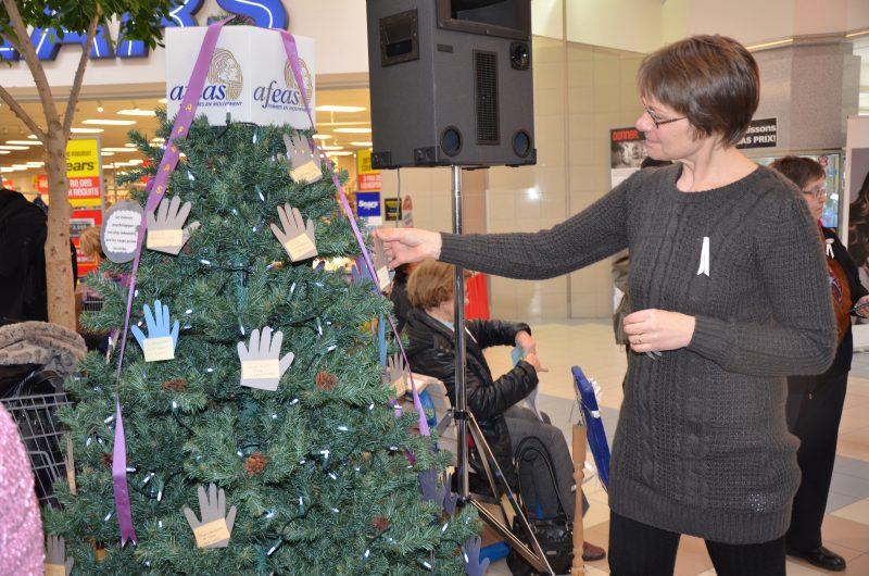 La directrice du Centre de prévention du suicide, Chantale Caron, a participé à la campagne de sensibilisation contre la violence. | TC Média - Sarah-Eve Charland