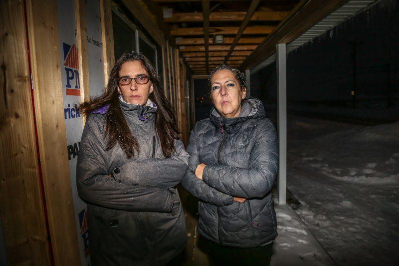 Lyne Comtois et Nathalie Crochetière, les deux grands-mères, ont porté plainte à la Commission scolaire pour avoir laissé deux jeunes enfants à eux-mêmes pendant près d'une heure. | TC Média - Pascal Cournoyer