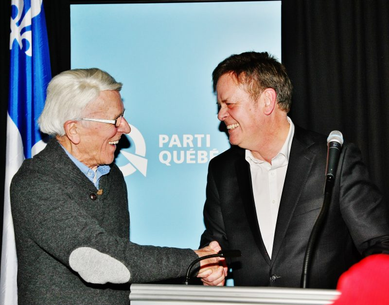Sylvain Rochon, le soir de son élection en compagnie de son père, Claude Rochon, qui fut le premier candidat péquiste dans Richelieu. | TC Média - Pascal Cournoyer