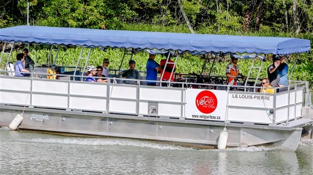 Le ponton Le Louis-Pierre a été loué pour toute la période estivale à la SABL qui l'opérera pour assurer le lien cyclable les samedis, dimanches et jours fériés du 24 juin au 5 septembre. | Gracieuseté