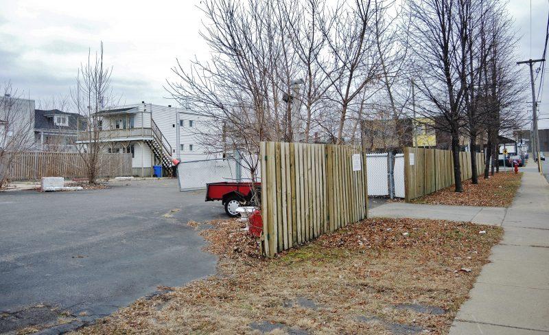 Le terrain de la rue Provost est adjacent à l'édifice de la rue du Prince confisqué par le Bureau du procureur général du Québec. | Photo: TC Média - Julie Lambert