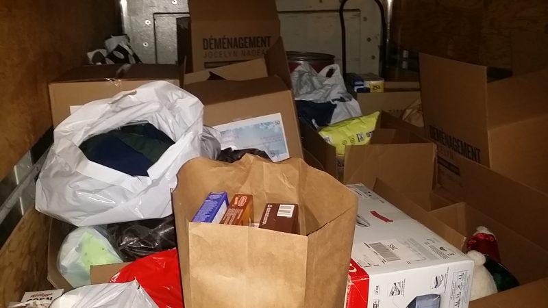 Le camion a rapidement été rempli de denrées. | Photo: gracieuseté
