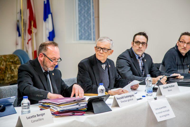 Les élus ont affirmé être à l'écoute des citoyens. | TC Média - Pascal Cournoyer