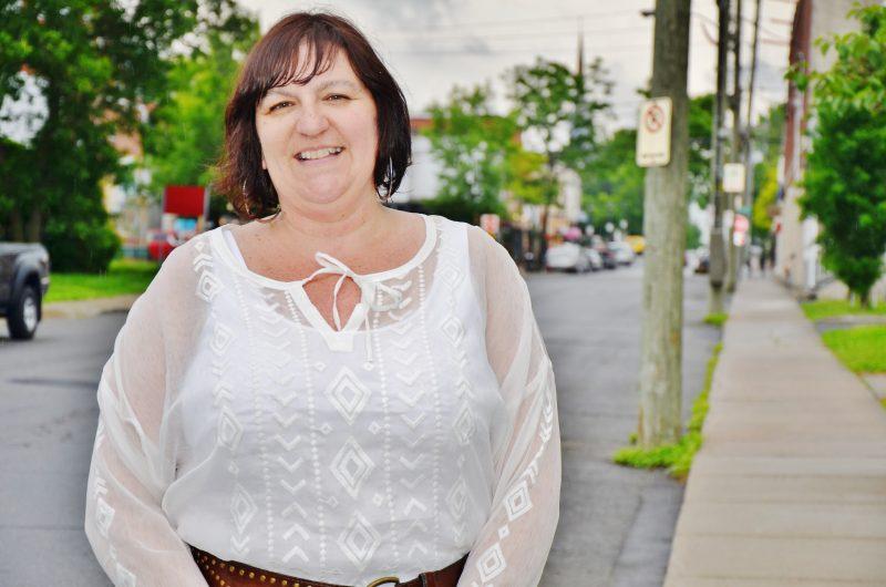 La travailleuse du milieu auprès des aînés Natacha Mathieu fera le lien entre les ressources disponibles et les personnes âgées. | Photo: TC Média - Julie Lambert