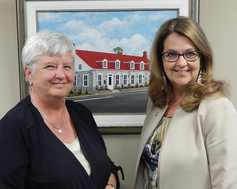 La mairesse de Contrecœur, Suzanne Dansereau accompagnée par la mairesse de Sainte-Julie, Suzanne Roy. | Gracieuseté