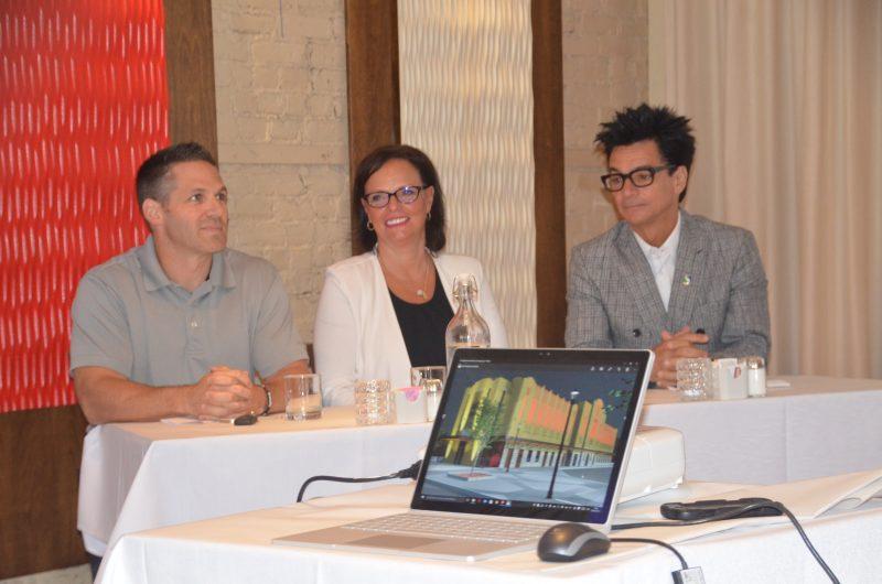 Marc Vigneault, Lucie Charlebois et Serge Péloquin, lors du dévoilement des maquettes du marché Richelieu.   Photo: TC Média - Jean-Philippe Morin