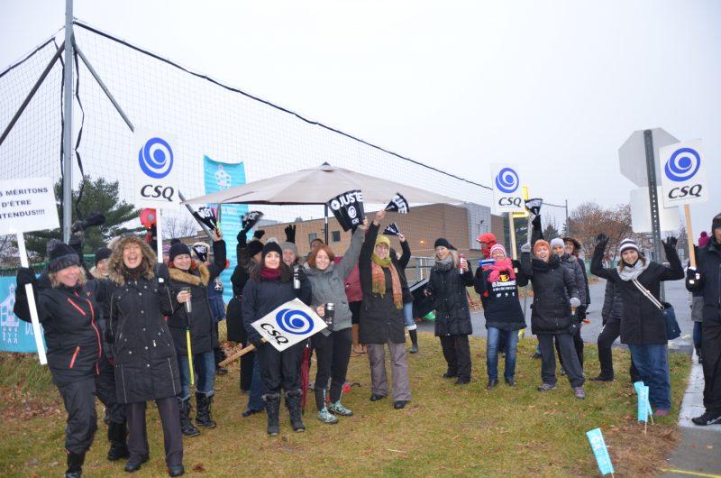 Le personnel de la Commission scolaire de Sorel-Tracy a déclenché des journées de grèves le 28 octobre, 12 et 13 novembre et le 9 décembre. | TC Média - Sarah-Eve Charland