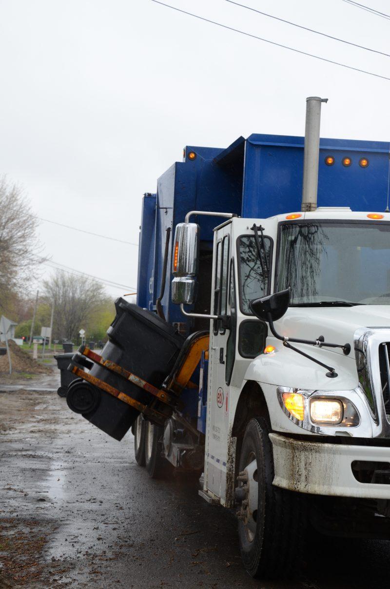 Les camions d'EBI continueront de rouler dans les rues de la MRC de Pierre-De Saurel pendant cinq ans. | Photo TC Média - Archives