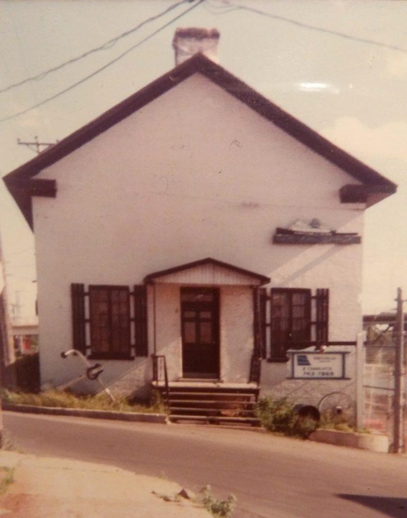 Une photo prise en 1979 du bâtiment historique Sincennes-McNaughton Line. | Gracieuseté