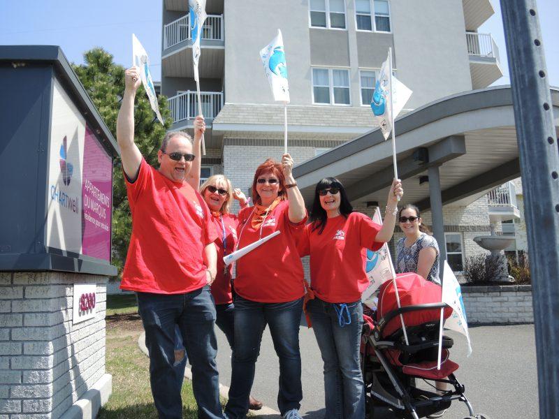 Les employés des résidences du Marquis de Tracy 1 et 2 ont manifesté le 11 mai dans le cadre du renouvellement de leur convention collective. | TC Média - Sarah-Eve Charland
