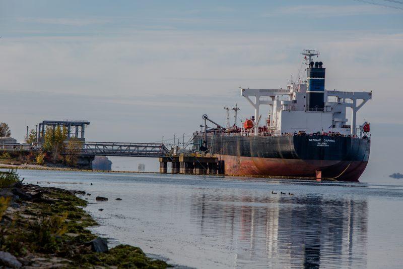 Le Genmar Daphné, le second pétrolier, qui en octobre 2014, a pris livraison de pétrole tiré des sables bitumineux au quai de Kildair | Photo: TC Média - Pascal Cournoyer