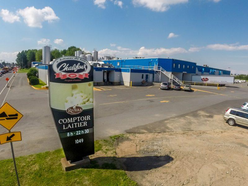 Les plus attentifs auront pu remarquer l'agrandissement de l'usine Chalifoux et l'ajout de nombreux silos, sur le boulevard Fiset. | Photo:TC Média – Pascal Cournoyer