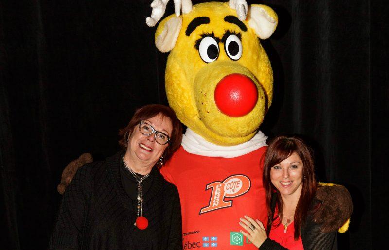La présidente d'honneur, Fabienne Desroches et la présidente d'Opération Nez rouge, Myriam Arpin, en compagnie de la mascotte. | Gracieuseté - Jean-Marc Mainella