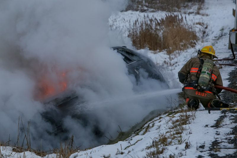 Les pompiers sorelois ont mis six minutes seulement, décrit M. Woods, à se rendre, montée Sainte-Victoire, le 22 novembre dernier, pour éteindre le feu qui ravageait un véhicule. | Photo: TC-Média - Pascal Cournoyer