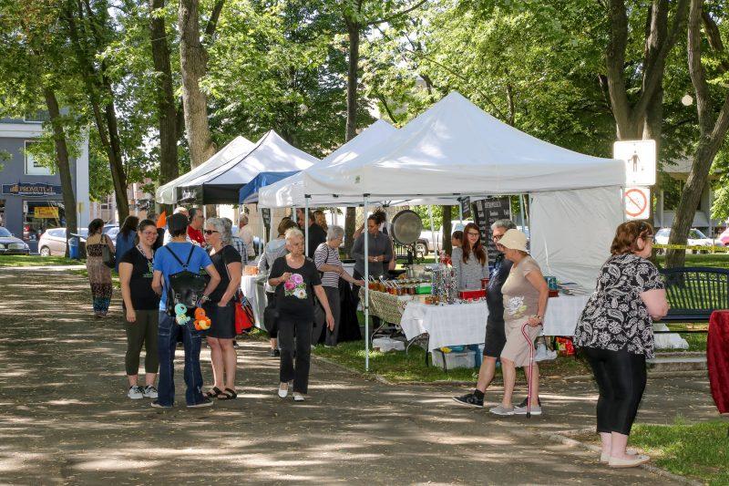 Le Marché du Vieux-Saurel a officiellement débuté le samedi 10 juin. | Pascal Cournoyer