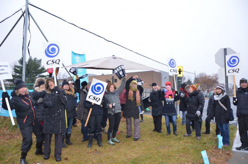 Les enseignants ont manifesté à plusieurs reprises à l'automne 2015 pour défendre leurs conditions de travail. | TC Média - Sarah-Eve Charland