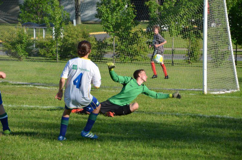 Victor Grenier marque un but durant un entraînement avec son équipe. | Photo: TC Média – Jonathan Tremblay