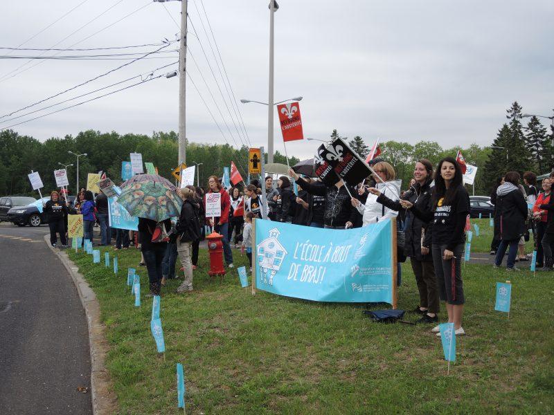 Les enseignants de la région ont manifesté le 5 juin dernier devant l'école secondaire Fernand-Lefebvre. | Photo: TC Média – Sarah-Eve Charland