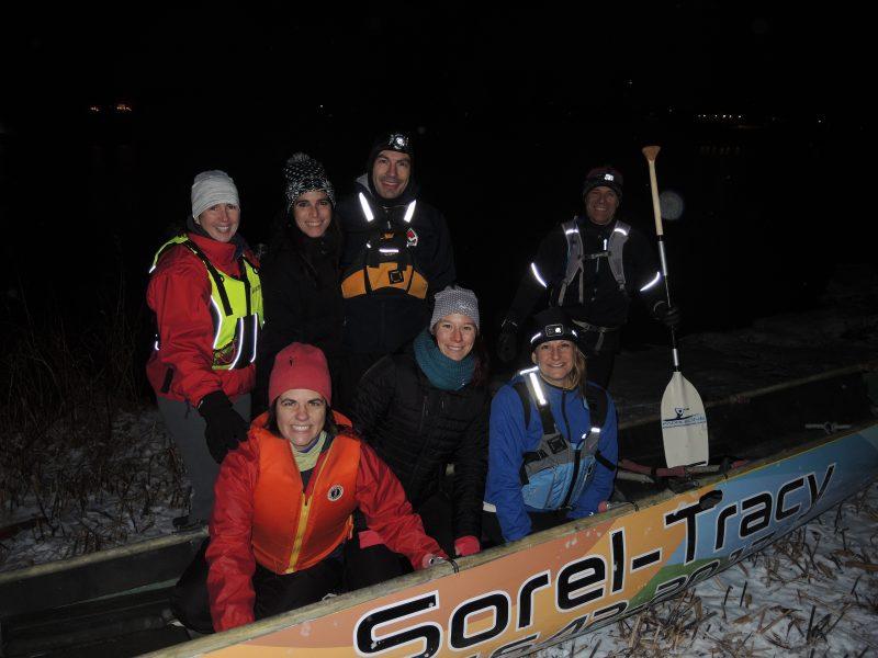Sept des neuf membres de l'équipe de Sorel-Tracy de canot à glace. | TC Média - Sarah-Eve Charland