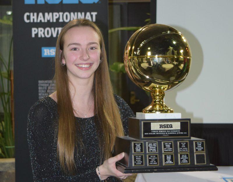 Myriam Leclerc a été élue athlète féminine par excellence dans la ligue scolaire provinciale de basketball juvénile AAA, l'an dernier, en 2015. Cette année, elle a remporté le Championnat provincial en division 1 au niveau collégial. | Photo: TC Média – archives