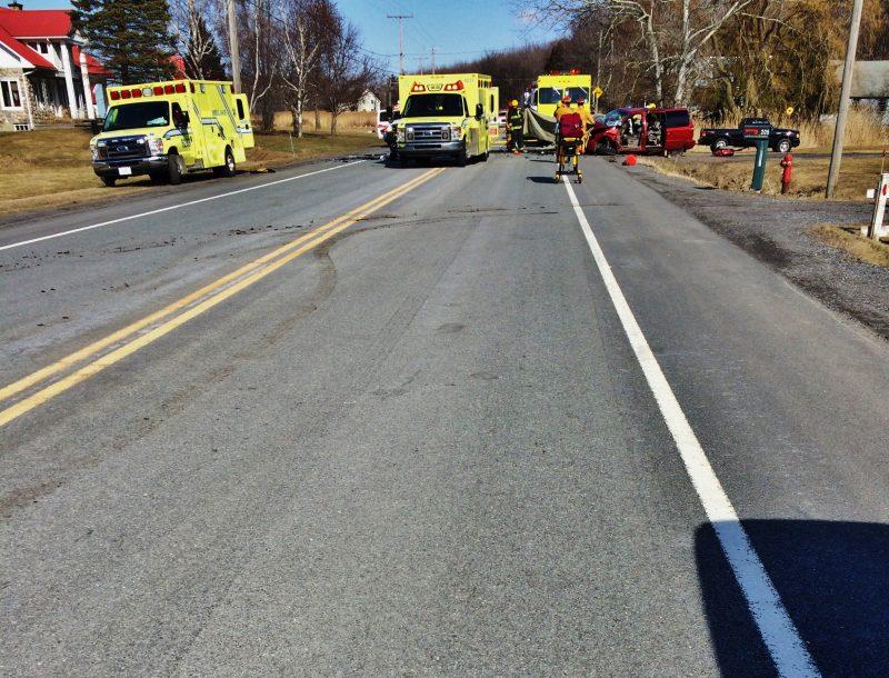 On peut voir sur le sol à gauche de la photo les traces de freinage du véhicule de la résidente de Sorel-Tracy, Geneviève Morin, qui s'arrêtait près du lieu de l'accident. | Photo: Gracieuseté