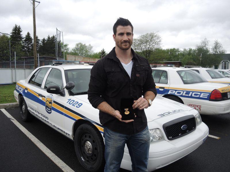 Le policier Frédérik Phaneuf  a été récompensé en 2013 pour avoir sauvé une femme de la noyade. | Photo: TC Média - Archives