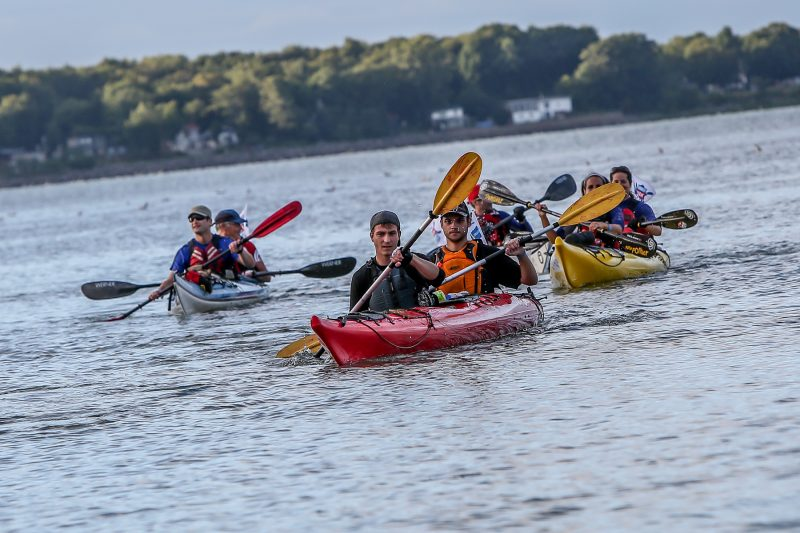 Plus des 150 kayakistes ont fait escale à Sorel-Tracy le 13 août dans le cadre du Défi kayak Desgagnés Montréal-Québec. | TC Média - Pascal Cournoyer