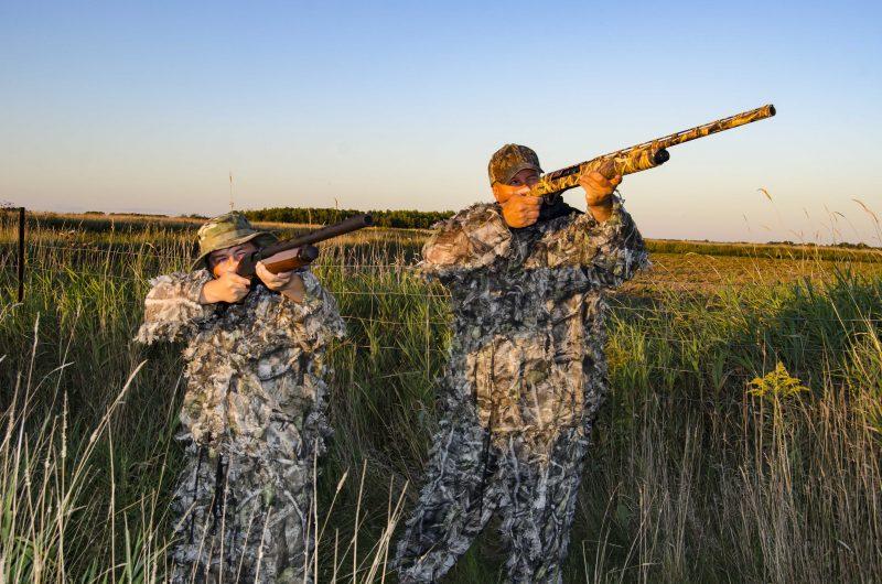 Alexandre et Joey Davignon attendent avec fébrilité l'ouverture de la chasse aux canards. | TC Média - Stéphane Martin