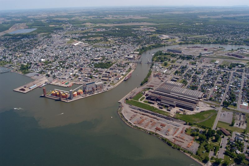 Ottawa ne donnera pas son aval à Montréal pour le déversement des eaux usées dans le fleuve Saint-Laurent avant qu'un expert indépendant se penche sur la question.   © Studio Manning - Philippe Manning