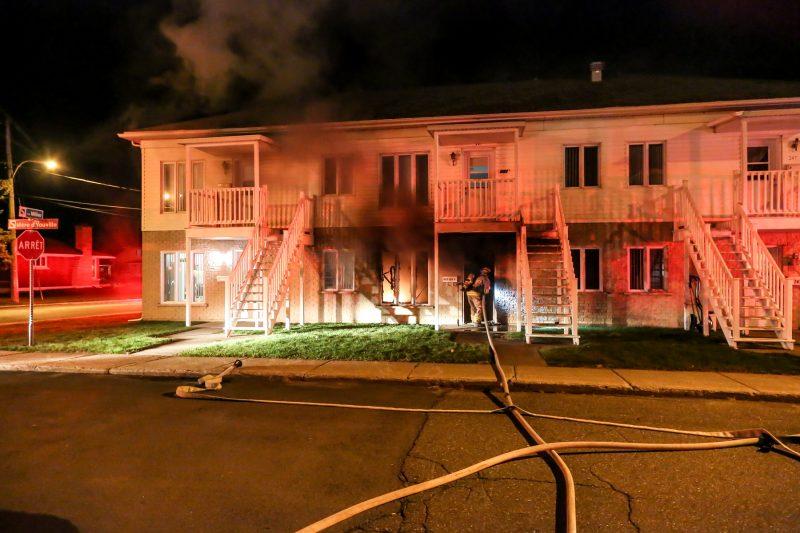 Un incendie s'est déclaré dans un logement situé sur la rue Mère d'Youville à Sorel-Tracy. | TC Média - Pascal Cournoyer