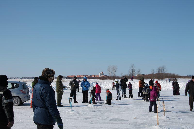 Les amateurs de pêche sur la glace devront attendre encore un peu avant d'installer leur cabane sur les cours d'eau de la région. | Gracieuseté