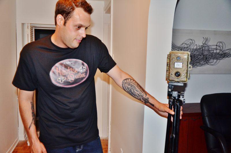 Une caméra infrarouge installée dans le sous-sol de la maison. | Photo: TC Média - Julie Lambert