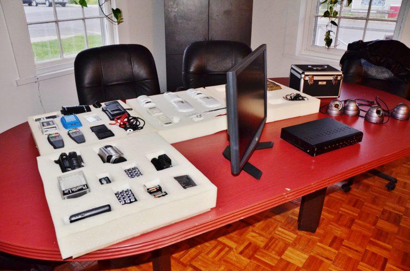 Le matériel des enquêteurs. | Photo: TC Média - Julie Lambert