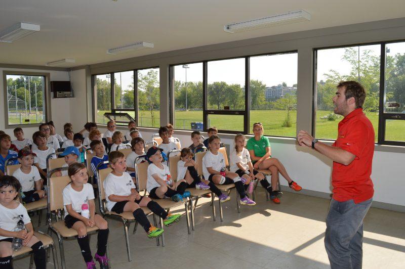 Hugo Cournoyer, de la Clinique de santé Impulsion, a donné une conférence aux élèves présents le vendredi 10 juillet. | gracieuseté/CSBR