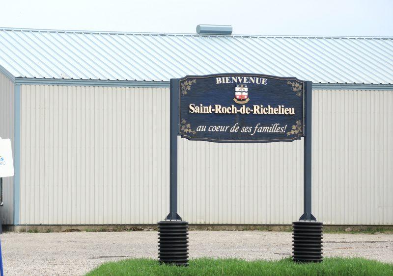 Des citoyens de Saint-Roch-de-Richelieu se sont regroupés pour faire part de leurs insatisfactions au conseil municipal. | TC Média - Archives