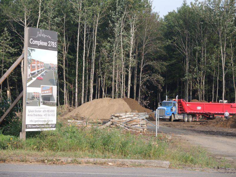 Le Complexe commercial 2785 situé sur le boulevard Fiset devrait voir le jour au printemps 2016. | TC Média - Sarah-Eve Charland