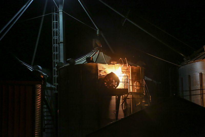 Un incendie a touché un bâtiment agricole à Sainte-Victoire-de-Sorel. | TC Média - Pascal Cournoyer