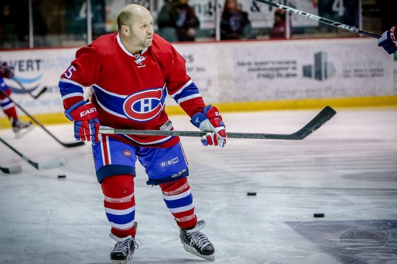 Le «Doc» Sylvain Guimond était un des deux joueurs invités à évoluer avec les Anciens Canadiens. | Photo: TC Média - Pascal Cournoyer