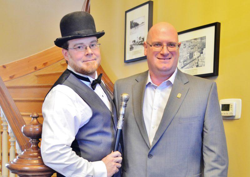 Le maire de Saint-Ours Sylvain Dupuis (à droite) est le nouveau directeur général de la Chambre de commerce et d'industrie de Sorel-Tracy. | TC Média - Sarah-Eve Charland