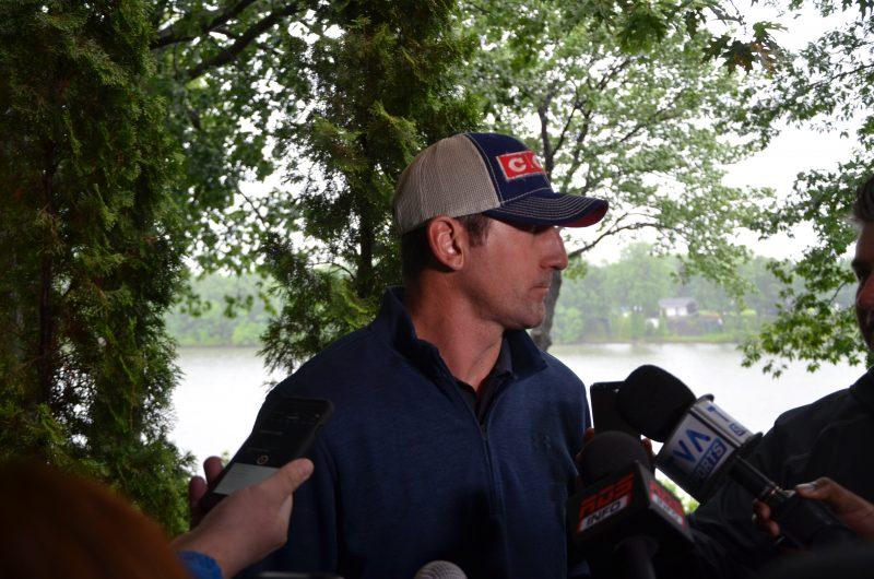 François Beauchemin a tenu un point de presse au club de golf Les Dunes, le 16 juin, deux jours après que l'Avalanche du Colorado ait racheté son contrat. | Photo: TC Média - Jonathan Tremblay