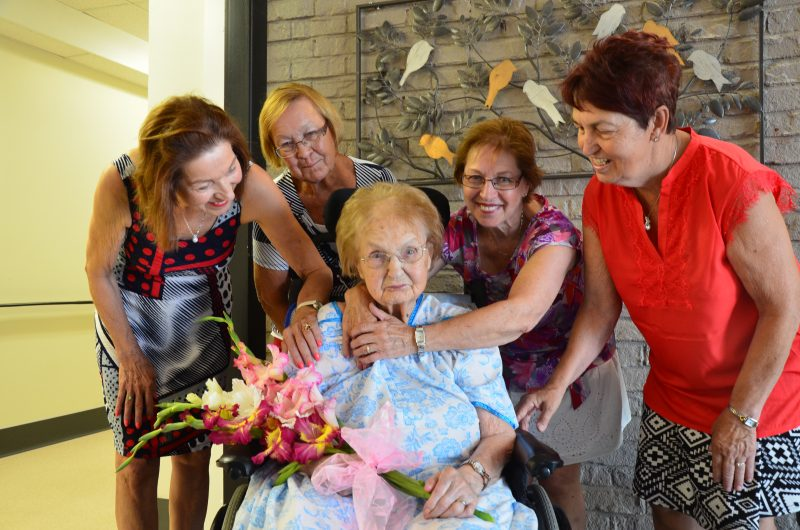 Ézéla Fournier Pépin, en compagnie de quatre de ses filles : Jeanne-Mance, Thérèse, Diane et Rose-Hélène Pépin. | TC Média - Sarah-Eve Charland