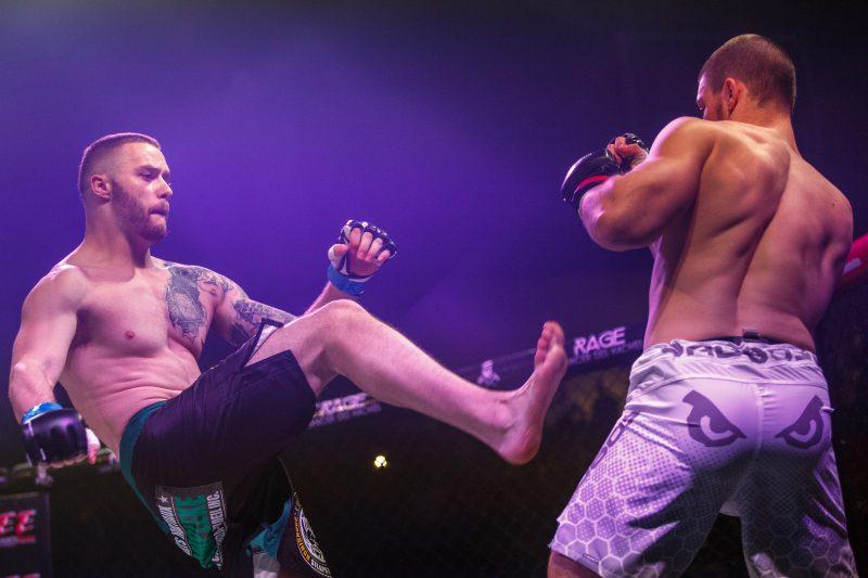 Le combattant sorelois Mathieu Langlais a perdu au premier round de son combat disputé à Montréal le 15 octobre 2016. | ©2016 Denis Germain - photographie sur le v if
