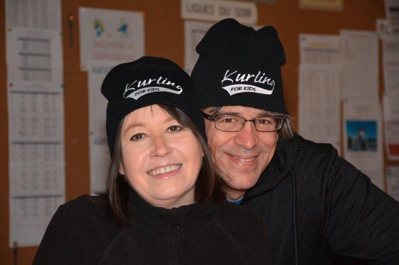 Annie Desaulniers et Alain Larouche sont les artisans à Sorel-Tracy du tournoi Curling pour enfants, un événement organisé pour amasser des fonds destinés à l'achat d'équipements dans deux hôpitaux pour enfants de Montréal. | (Photo TC Média - Gracieuseté/Yves Rouleau
