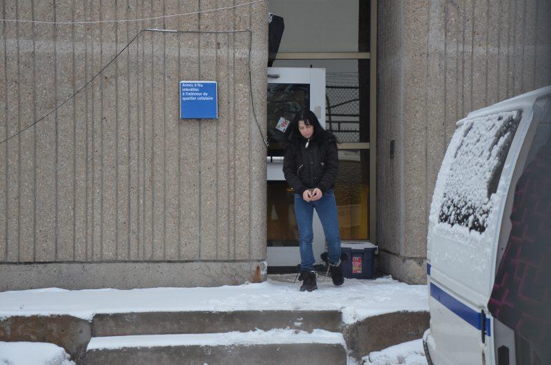 Sophie Archambault à sa sortie du palais de justice de Sorel-Tracy. | TC Média – Jonathan Tremblay
