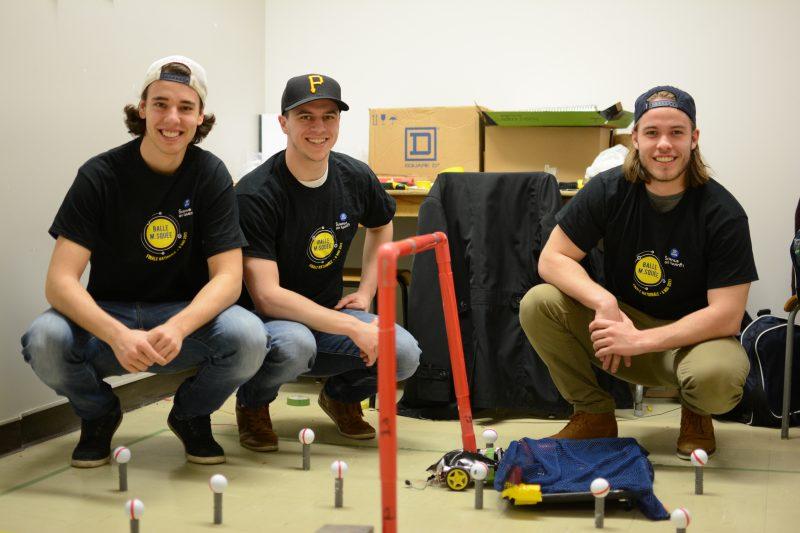 Antoine Leblanc, Xavier Nolan et Louis-Charles Daigle ont construit un engin autonome pouvant ramasser des balles de golf et les placer dans un contenant. | Cégep de Sorel-Tracy