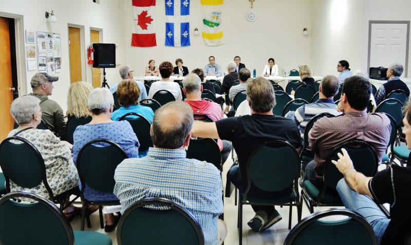 Une trentaine de citoyens ont participé à la réunion d'information sur les 65 résidences touchées sur le rang Nord. | Photo: TC Media – Julie Lambert