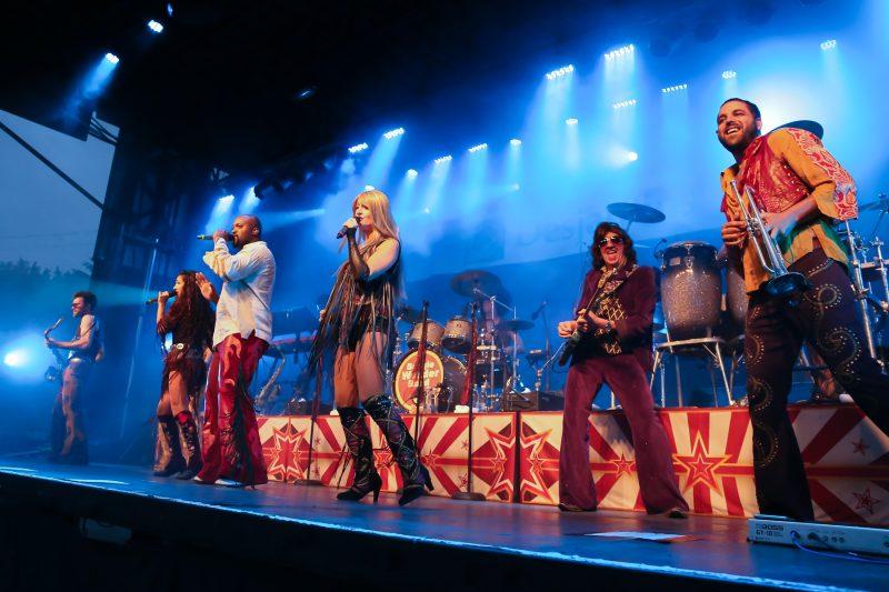 Le Boogie Wonder Band a animé la foule le 14 juillet. | TC Média - Pascal Cournoyer