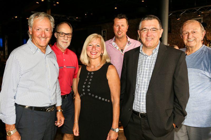 Plusieurs personnes étaient présentes lors du lancement de la campagne de Marcel Robert (à gauche) le 9 août). | Photo : TC Media - Pascal Cournoyer