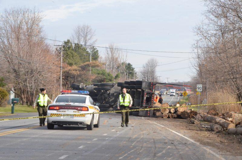 Un camionneur a perdu la maîtrise de son véhicule, ce qui a provoqué un accident le 11 novembre à Saint-Robert. | TC Média - Sarah-Eve Charland